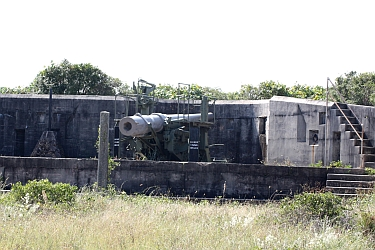 "Battery Cooper 6"" disappearing gun"